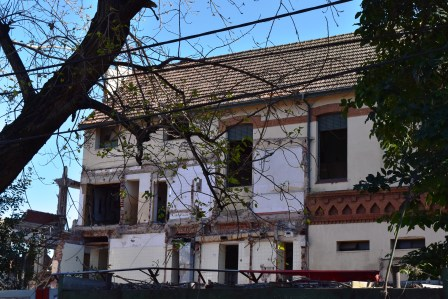 Comenzaron los trabajos de demolición en el viejo Hospital de San isidro