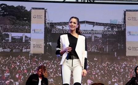 """Tini Stoessel brindó unshow gratuito de """"en el barrio 31 de Retiro"""