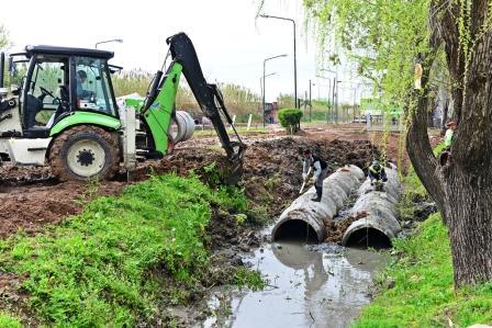 San Fernando entuba un arroyo y empezó a construir el Polideportivo N°9