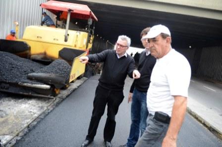 Renovaron la carpeta asfáltica en el túnel de Carupá