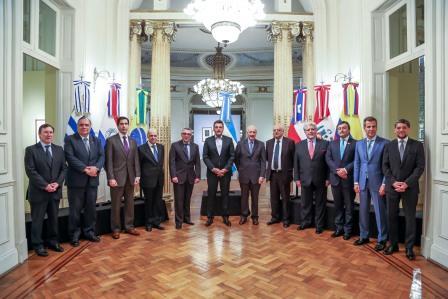 El Diputado Nacional Sergio Massa se reunió con los embajadores de Brasil, Uruguay, Paraguay, Chile, Perú y el encargado de negocios de Colombia, con el propósito de repasar la agenda regional e intercambiar miradas sobre los dos principales procesos de integración que tienen lugar en América del Sur.