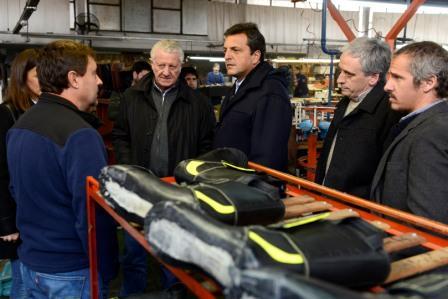 Así señaló Sergio Massa ayer por la noche, luego de su visita por la ciudad de Chascomús, donde recorrió una fábrica de calzado y se reunió con el intendente Javier Gastón y trabajadores