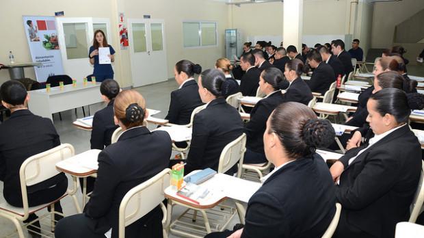 Taller de nutrición en la Escuela de Policía Local