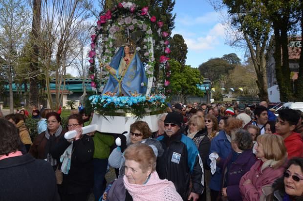 Con una procesión, misa y diversas actividades para toda la familia, cientos de devotos celebraron en San Isidro el 52º aniversario de la Virgen del Pettoruto.