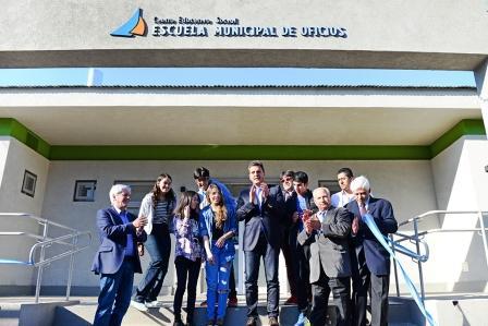 El Intendente Luis Andreotti y el Diputado Nacional Sergio Massa inauguraron el primer centro educativo social del distrito, una iniciativa para el aprendizaje de oficios con amplia salida laboral. Allí funcionará una Escuela  de Panadería, Pastelería y Pizzería; un 'Aula Tecnológica y Digital' y el programa Sumate para jóvenes.