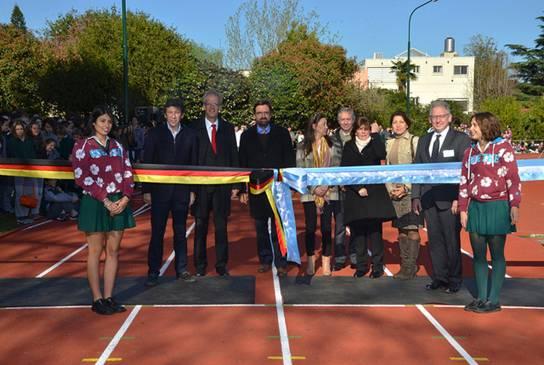 La Goethe Schule reinauguró de su pista de atletismo