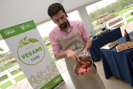 """Comerciantes gastronómicos y vecinos se capacitaron en el programa """"Menú Vegano Tigre"""""""