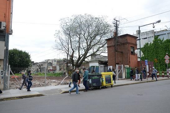 En San Isidro demolieron dos locales por razones de seguridad