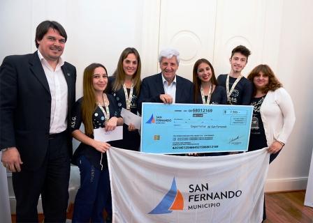 San Fernando entregó una ayuda económica a jóvenes patinadores que competirán en Italia