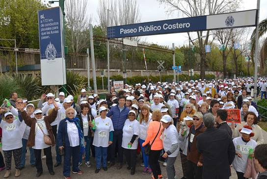 Multitudinaria caminata por el día del jubilado en San Isidro