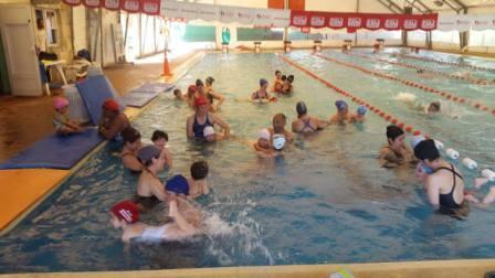 Continúa abierta la inscripción de natación para bebés en el polideportivo Dique Luján