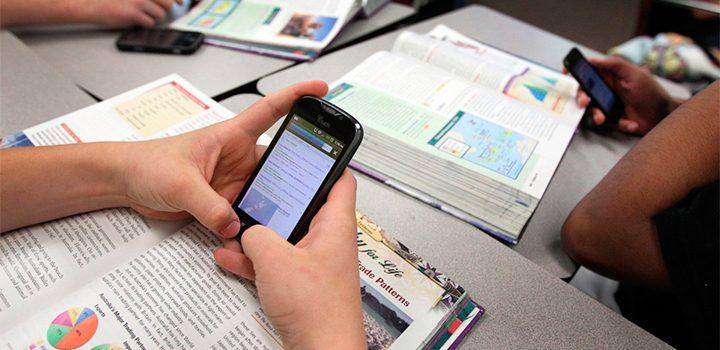 Los adolescentes con baja autoestima son más adictos al celular, reveló un estudio