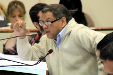 El Concejal Medina presentando las iniciativas