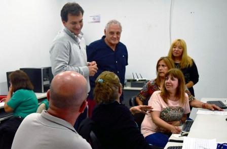 Galmarini y Beccar Varela visitaron a los alumnos de computación de Comunidad Organizada