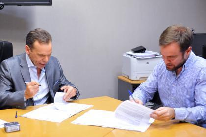 El Subdirector Ejecutivo de Administración de la ANSES, Federico Braun, y el Director Nacional de Migraciones, Horacio García, firmaron hoy un acuerdo