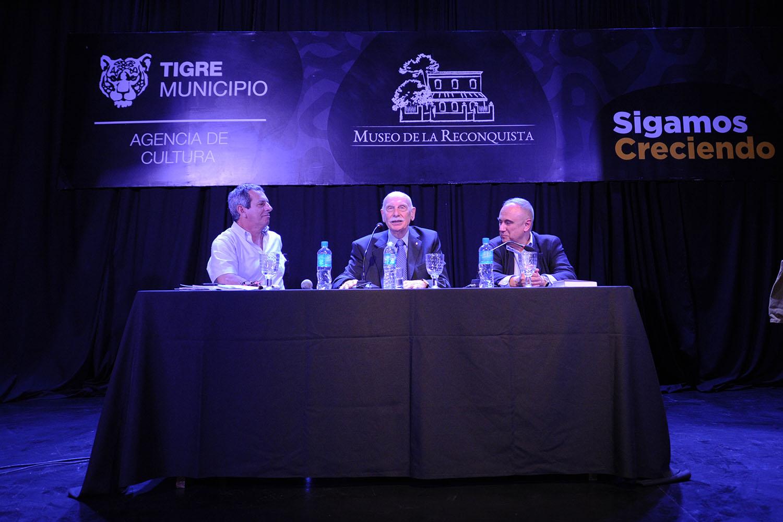 """Miguel Ángel De Marco presentó su libro """"Sarmiento"""" en el Ateneo del Encuentro"""