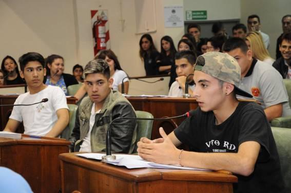 Con la presentación de 21 proyectos, se realizó la jornada de cierre del Programa Banca 25, que organizan el Concejo Deliberante y el Consejo Escolar. En esta edición participaron 700 alumnos de 15 establecimientos educativos públicos y privados.