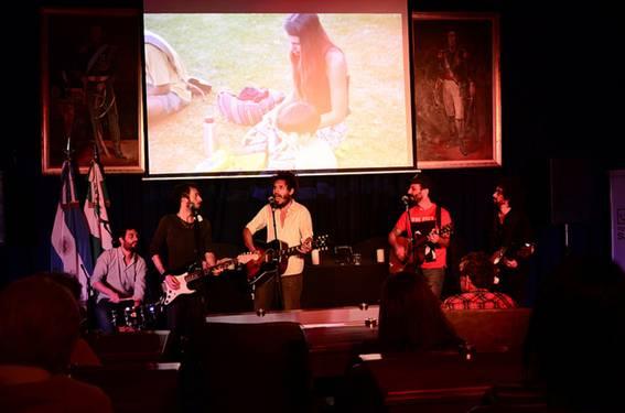 """Se realizó en el legislativo sanisidrense una nueva edición del festival """"Folk hasta que se ponga el sol"""", encuentro que reúne a músicos y bandas locales."""