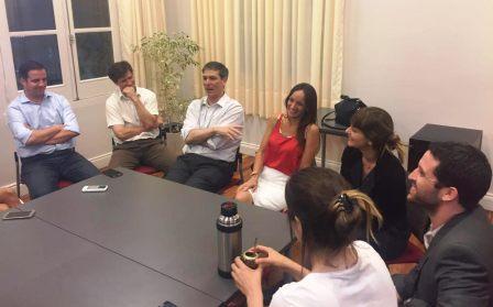 Malena Galmarini y el padre Rodrigo Zarazaga, juntos a favor de la Paridad