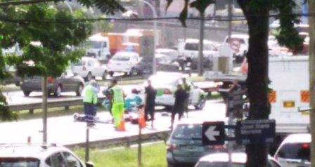 Un gendarme que circulaba en moto murió al ser arrollado por un Camión y un colectivo en la Panamericana
