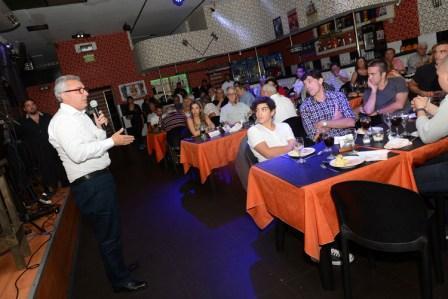 El intendente de Tigre, Julio Zamora, asistió a un encuentro de vecinos en el restaurante Brujas. En ese marco, se explayó sobre el modelo de ciudad futura del distrito