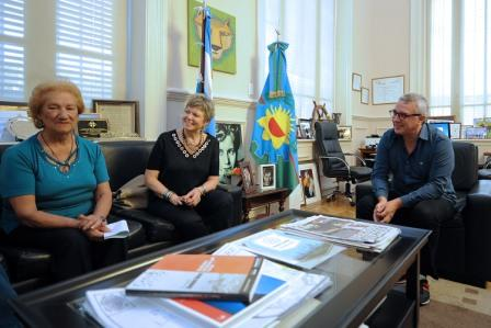 María Esther Esquivel, quién recibió un apoyo económico en el marco del Fondo Municipal de las Artes. La iniciativa estimula los proyectos artísticos desarrollados por los vecinos del distrito.