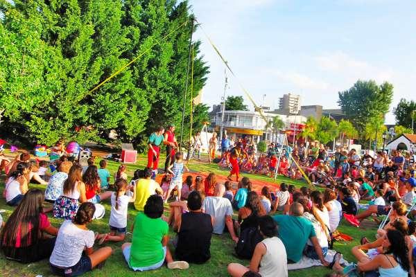 Este verano, la cultura vuelve a vivirse en las plazas de Tigre.