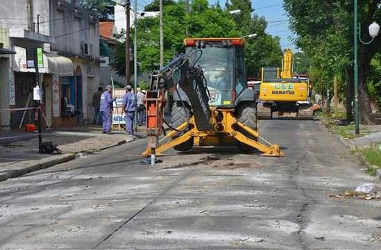 Comenzó la repavimentación en Paraná, calle límite de San Isidro y Vicente López.