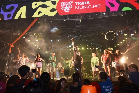 Con una fiesta multitudinaria, abrieron las Colonias de Tigre
