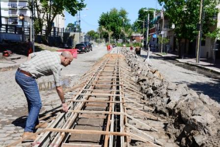 Santiago Aparicio, Presidente del HCD sanfernandino, supervisó la construcción de nuevas veredas y un boulevard en la calle Brandsen, entre 9 de Julio y el Túnel de Ruta 202, obra que completará la remodelación de uno de los paseos y centros comerciales más importantes del partido.