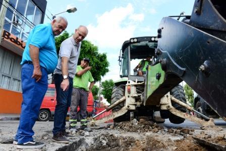 El Municipio repara a nuevo el pavimento de la avenida Avellaneda