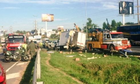 Un gendarme murió y otra persona resultó herida como consecuencia de un accidente registrado esta mañana en la autopista Panamericana, a la altura de la ruta 202, en la localidad de Talar.