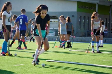 """El nuevo """"Poli 7"""" de San Fernando luce sus escuelas de hockey, fútbol y más actividades"""
