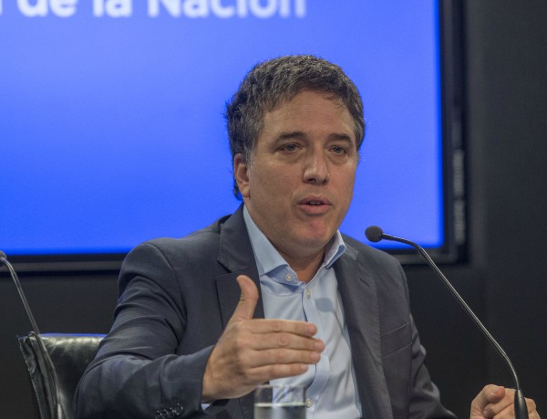 Dujovne anunció el congelamiento de ingresos al sector público por dos años