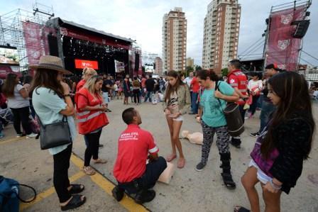 Jóvenes, grandes y chicos aprendieron a salvar una vida con RCP en Tigre