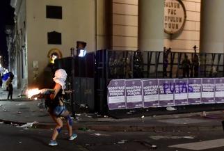 Incidentes frente a la Catedral tras la marcha de mujeres