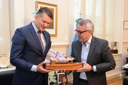 Julio Zamora recibió al embajador de República Checa