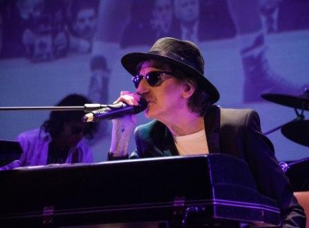 Charly García presentó su nuevo disco en un show sorpresa