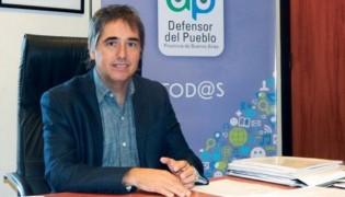 El defensor del Pueblo de la provincia de Buenos Aires, Guido Lorenzino, se ofreció hoy como mediador en el conflicto que mantiene la gobernación con los gremios docentes, en el marco de la paritaria 2017.