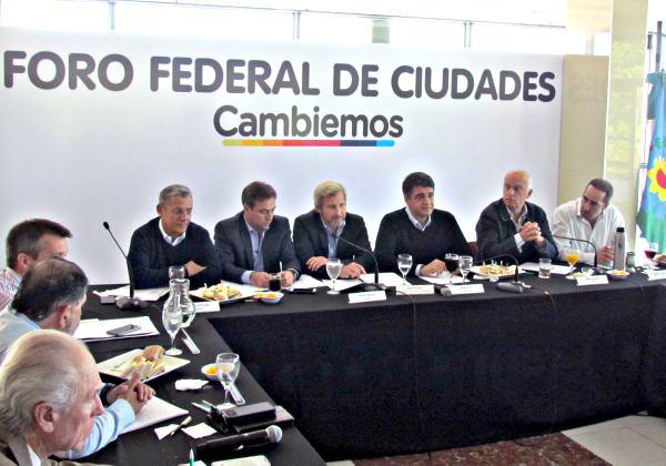"""Con el intendente de Vicente López, Jorge Macri, a la cabeza, jefes comunales de Cambiemos se reunieron hoy y coincidieron en la necesidad de """"priorizar la gestión"""" y """"mostrar resultados"""" antes de las elecciones legislativas."""