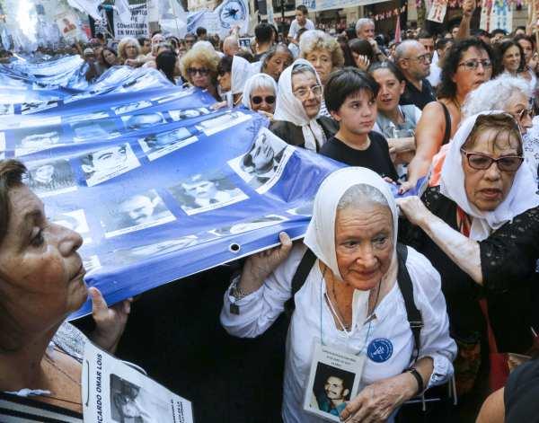 Masiva convocatoria en el acto central por el día de la Memoria y duras críticas al gobierno