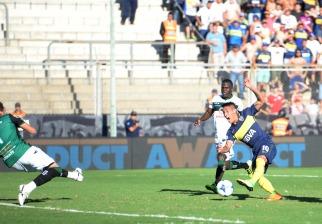 Boca recuperó la memoria en San Juan y retomó el liderazgo