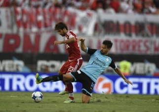 River aprovechó sus momentos, derrotó a Belgrano y sigue en racha ganadora