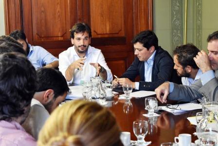 Sebastián Galmarini luego de la reunión de Comisión de Reforma Política y Régimen Electoral, que se realizó este miércoles en el Senado Bonaerense, en la que se analizó la regulación del financiamiento de la política.