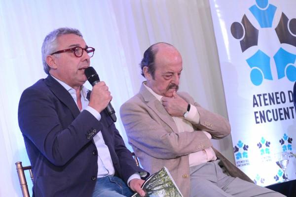 Julio Zamora y Julio Bárbaro en la presentación de la revista en el Ateneo del Encuentro