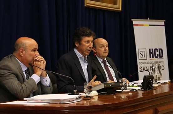 El intendente Gustavo Posse junto al presidente del Concejo Deliberante de San Isidro, Carlos Castellano (izquierda) y el secretario Gabriel Estoroni.