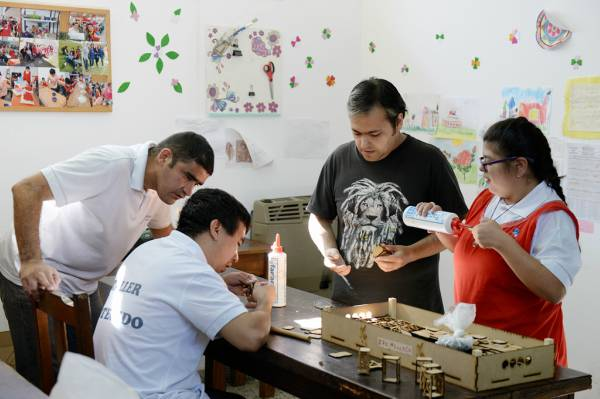El Taller Protegido de San Fernando trabaja en conjunto con empresas del distrito