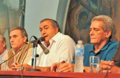 """En una conferencia de prensa en la sede de la calle Azopardo, <b>Héctor Daer, Carlos Acuña y Juan Carlos Schmid</b> consideraron que la medida fue """"un éxito"""" y pidieron que el Gobierno escuche el reclamo para que modifique su política económica."""