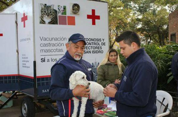 El puesto móvil de Zoonosis del Municipio de San Isidro sigue recorriendo el distrito para castrar o vacunar en forma gratuita a felinos y caninos; en el horario de 9 a 13.