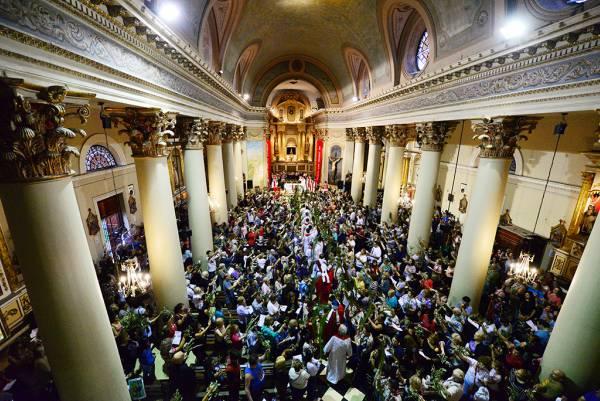 Monseñor Ojea celebró la Misa de Ramos en la Parroquia Aránzazu de San Fernando
